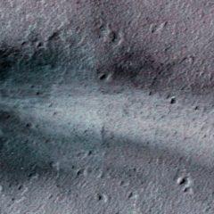 Cráter fresco en Marte espiado por una nave espacial de la NASA