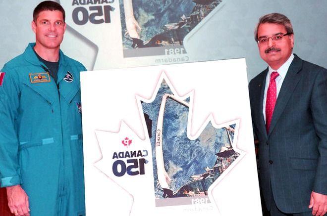 El Correo de Canadá Revela Sello para el Brazo Robótico del Transbordador Espacial Canadarm