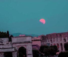 Efecto atmosferico hace que la luna se vea mas oscura