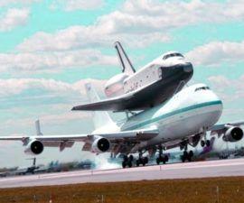 El transbordador espacial Enterprise aterriza en la ciudad de Nueva York para exhibición en museos -