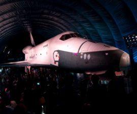 El transbordador espacial Enterprise sorprende a los neoyorquinos en el Museo Intrepid