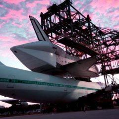 El último vuelo del transbordador espacial Endeavour a California